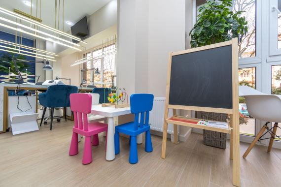Детская игровая зона в маникюрном салоне-студии laque-фото