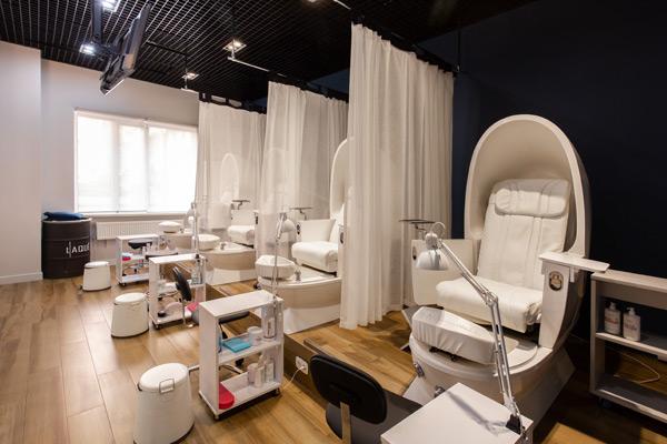 Фотография салона-студии маникюра и педикюра LAQUE на Буденного, 129 (ЖК «Центральный»)-9